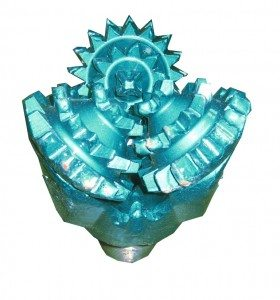 """6"""" New MILL TOOTH TRICONE BIT Thread: 3""""1/2 API REG with open bearing Fluid Circulation: Center Hole IADC code: 211"""