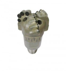 """4""""1/2 PDC Drill Bit with 3 blades Thread : 3""""3/8 API REG PIN Cutters Size : 13mm Number of cutters : 12"""